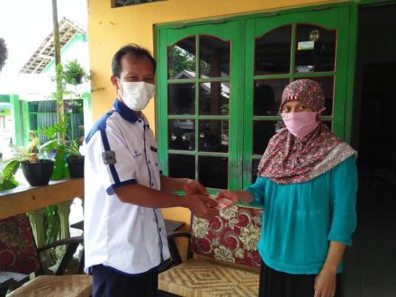 Penyerahan Subsidi Isolasi Mandiri Dusun Surobayan