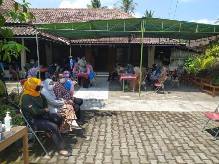 Vaksinasi Masal Tahap 2 di Dusun Srontakan